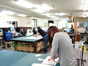 Processing site of the company. After printed, materials are processed and shipped one after another.