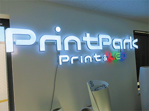 Company's logo mark lit by LED, of which color tone can be changed.